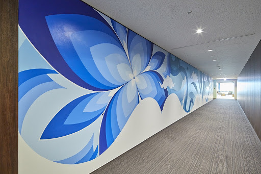 クロスオフィス日比谷_壁一面を彩る巨大なアート
