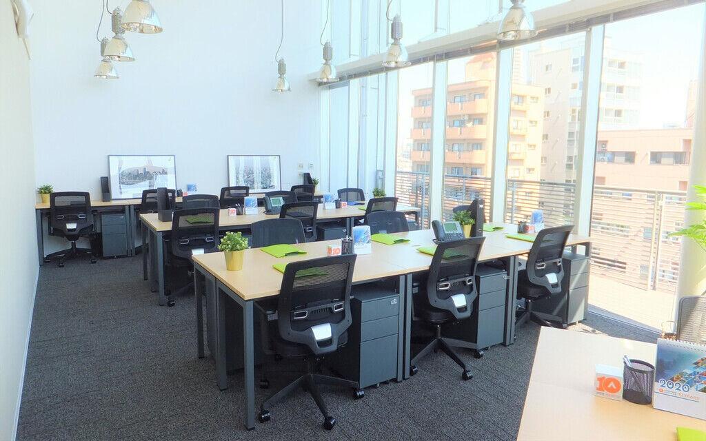 コンパスオフィス個室